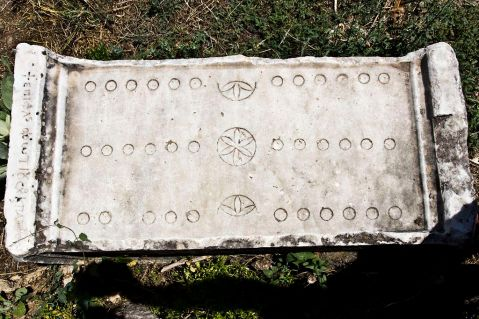 1024px-Roman_Game_of_12_Lines_Board_-_Aphrodisias