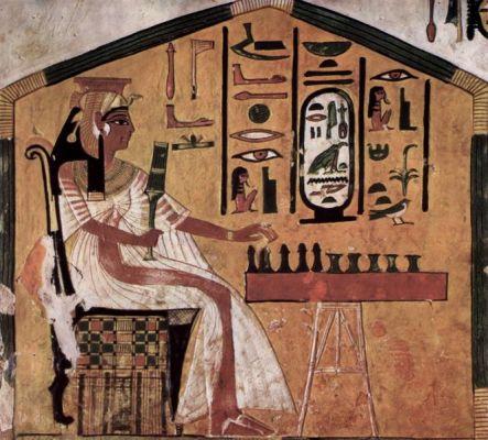 Nefertari-playing-Senet1 copy