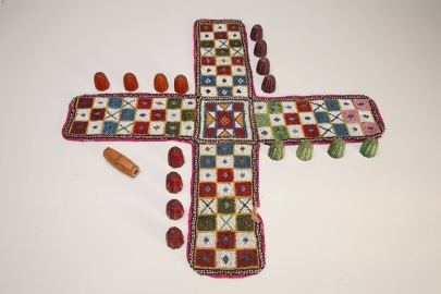 Pachisi_beaded_board_game_1